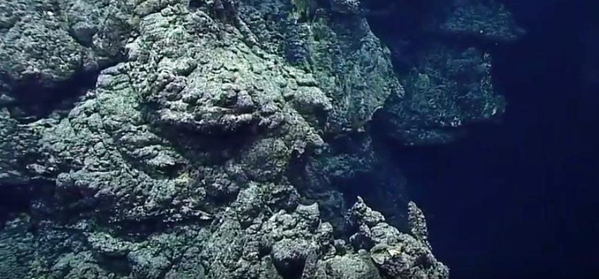 Одинадцять кілометрів під водою Маріанська западина