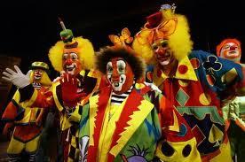 Різнокольорові клоуни